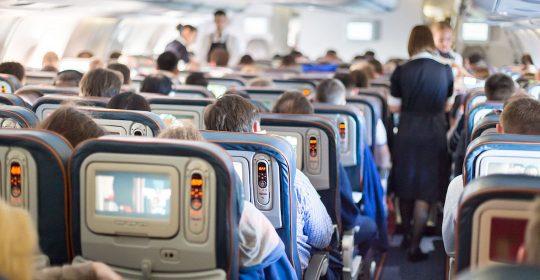 ¿Cómo evitar el estrés en el avión?